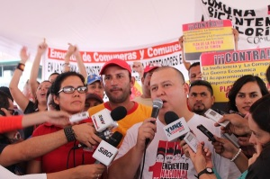 The Minister of Popular Power for Communes and Social Movements, Reinaldo Iturriza talking to the people.